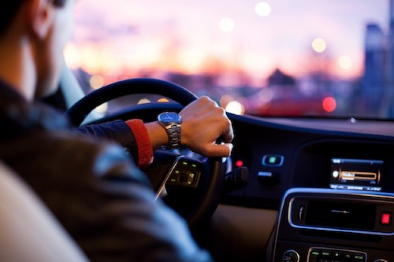 bestuurder auto 500x